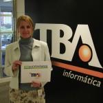 Cristina Boner, presidente da TBA, distribui o Kit Cidadão no DF