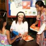 """Patrícia Secco no lançamento da coleção """"Um Presente Para Todos Nós"""", no 5º Salão do Livro, em Tocantins, no dia 16 de maio"""