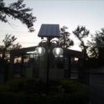 Poste tem a capacidade de manter a iluminação durante um período de seis horas