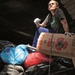 Catador usa o lixo para transformar sua vida e das pessoas